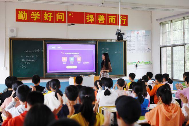 """网易公益""""一块屏"""" 守护万名学子梦想,让中国处处都是学区房(图4)"""