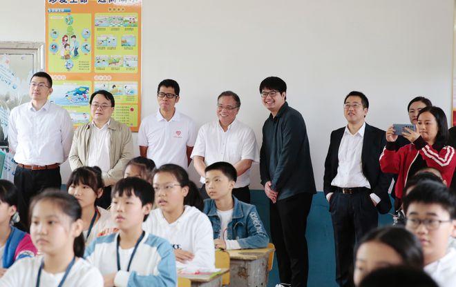 """网易公益""""一块屏"""" 守护万名学子梦想,让中国处处都是学区房(图2)"""